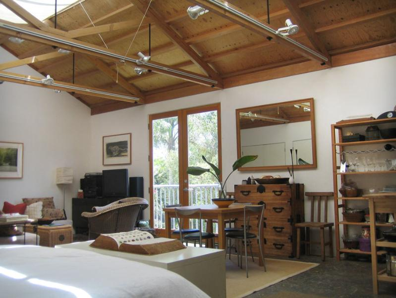 Architectural Art Loft Guest House, Stroll Scenic Canals to Beach!, vacation rental in East Los Angeles