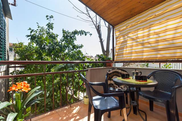 Beautiful balcony, ideal for having a coffee or tea for brakfest right next to lemon and orange tree