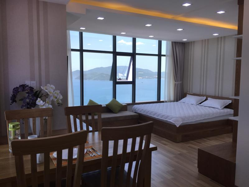 A beachfront apartment by Nha Trang bay, holiday rental in Nha Trang