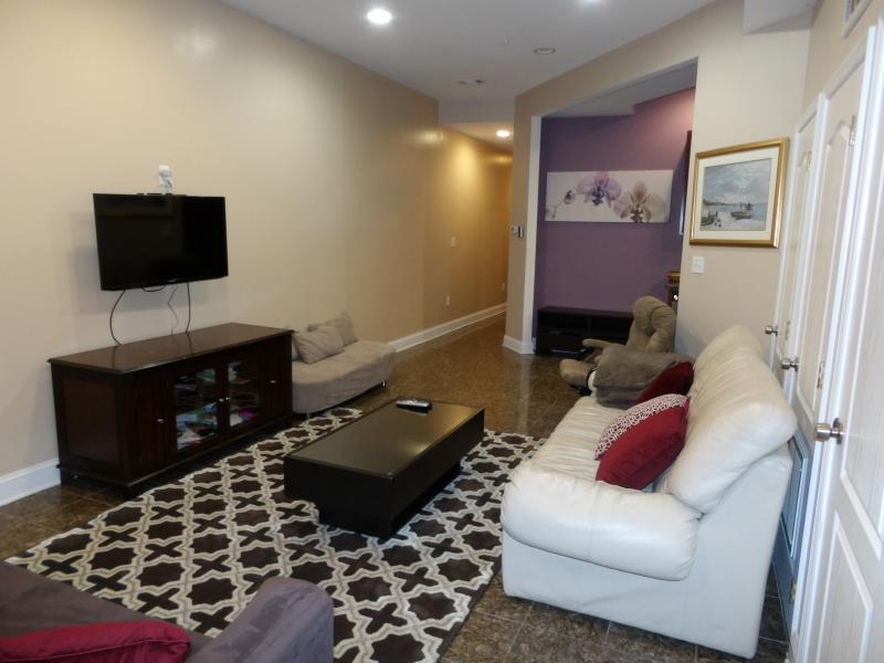 Beautiful 2br 2.5ba Condo in Ledroit park DC, location de vacances à District de Columbia