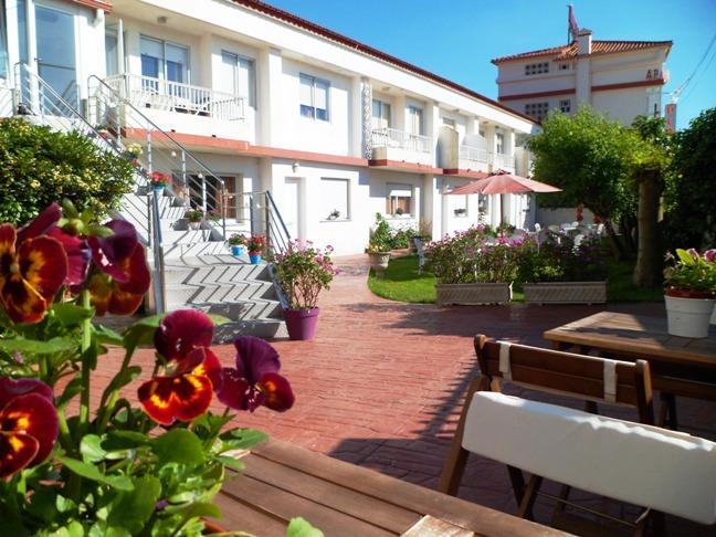 jardines con salida directa a la playa de Rodeira (Cangas)