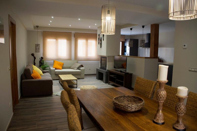 Apartamento NAIROBI. Comedor-Sala de estar con chimenea