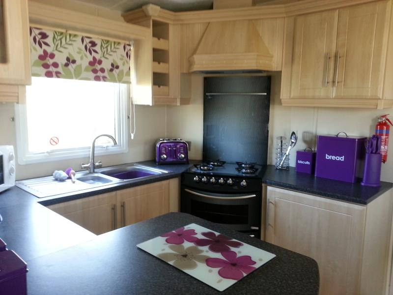 close to the tunnel to main resort. luxury caravan double glazed & central heated. 2 shower rooms.