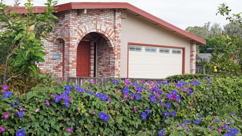 Seahaven in Santa Cruz (Pleasure Point) on the border of Capitola!, holiday rental in Soquel