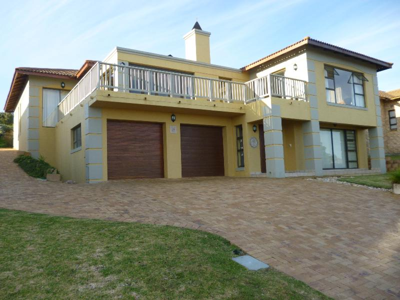 Stunning house on Golf Estate with beautiful see view