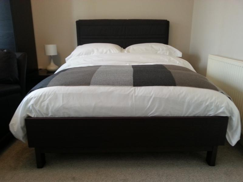 Double bed with Egyptian cotton bed linen