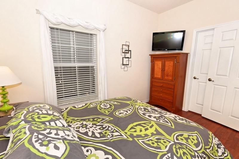 Queen Bed in master bedroom on main floor!