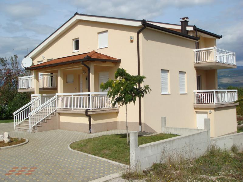 Modern house, quiet neighborhood, pleasant stay, vacation rental in West Herzegovina Canton