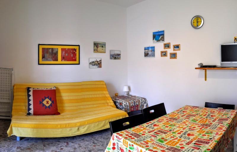 Villa Arancio YELLOW 2-rooms apart. AIR CONDIT., alquiler vacacional en Cala Liberotto