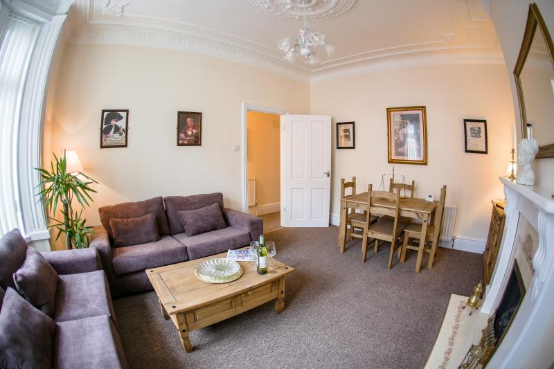 Quality apartment 10 minutes' walk from the beach., location de vacances à Whitley Bay