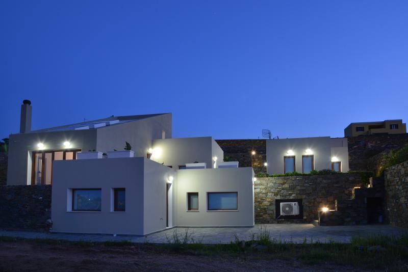 Villa Marenosta -Apartment NOSTALGIA-Lazareta Syros, location de vacances à Ano Siros
