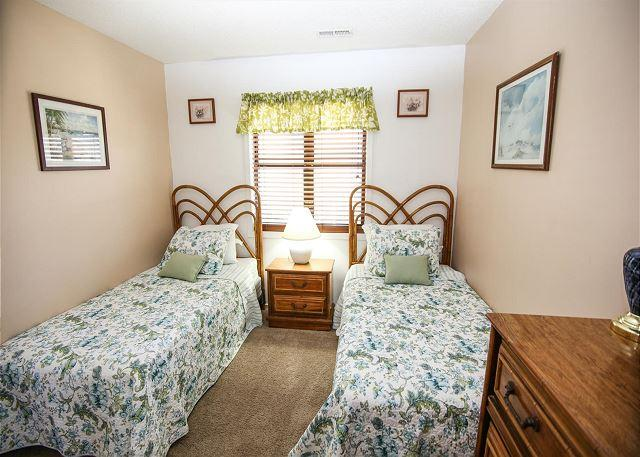 Comfortable clean and affordable 4 bedroom guest cottage - 4 bedroom hotels in myrtle beach sc ...