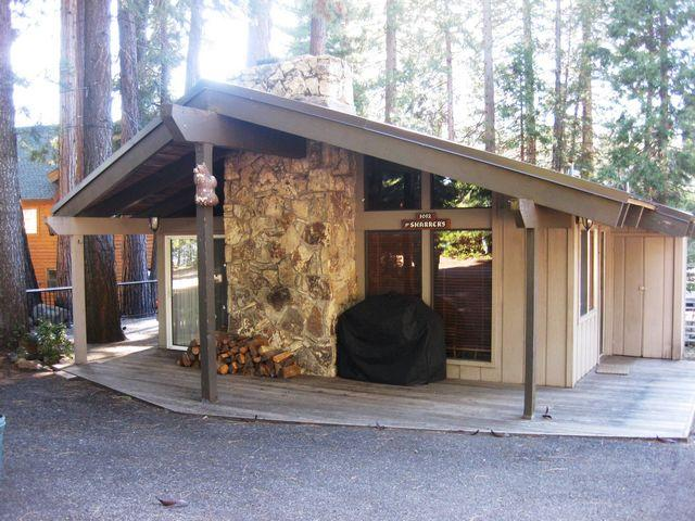 Sharrer - Country Club LAKEFRONT Cabin with Dock ONLY, Near Rec Area 1, holiday rental in Westwood