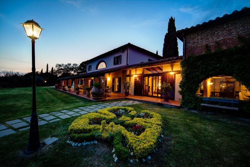 Villa I Cerri, oasis of peace and tranquillity near the banks of Lake Trasimeno., vacation rental in Sant'Arcangelo