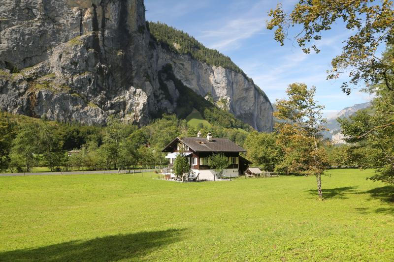 Private Chalet by Trümmelbach Falls, vacation rental in Bernese Oberland