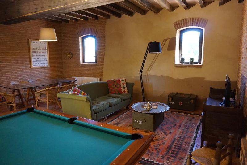 Appartement 5 pers. dans maison de caractère près de Toulouse-Blagnac et Airbus, holiday rental in Beauzelle