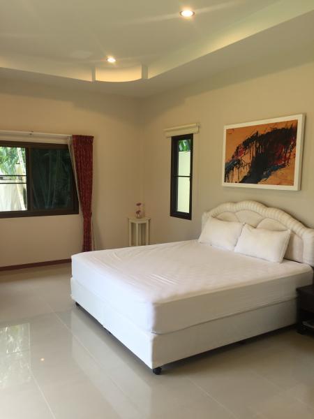 Sunny Big House & Garden & Big Pool, casa vacanza a Ko He