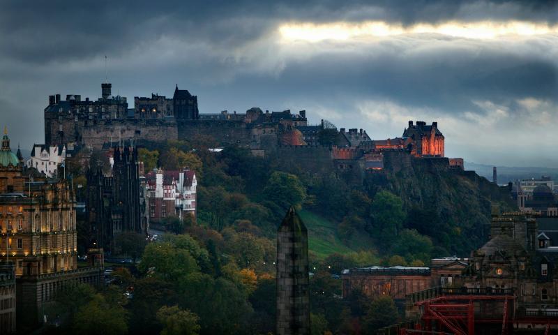 Edinburgh Castle (A 25min walk)