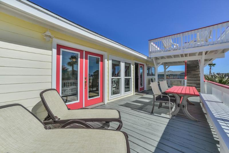 Deck off family room and kitchen