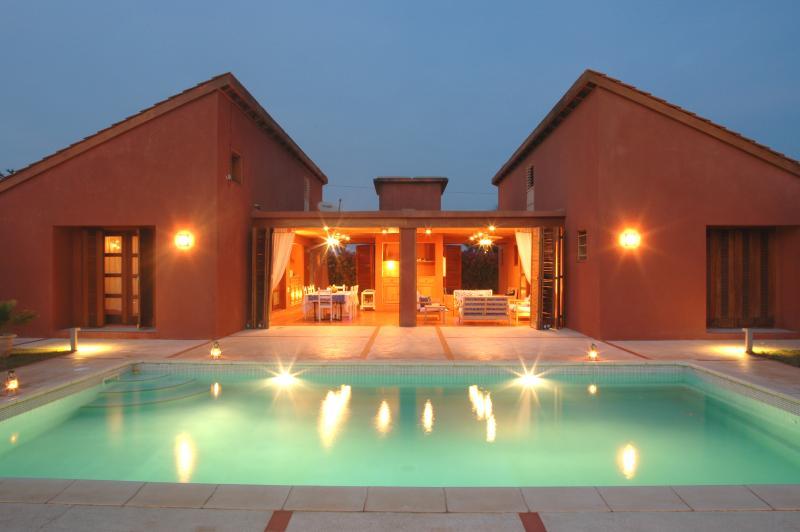 vue de la piscine et de la terrasse l