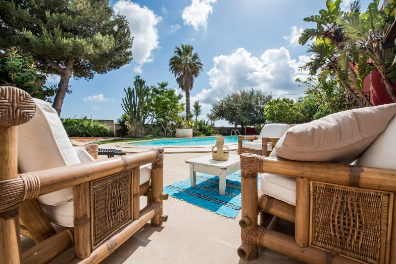 luxury villa for rent near the sea with private pool in western sicily, vacation rental in Mazara del Vallo