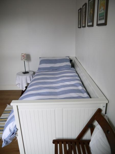 Bed set for a single person