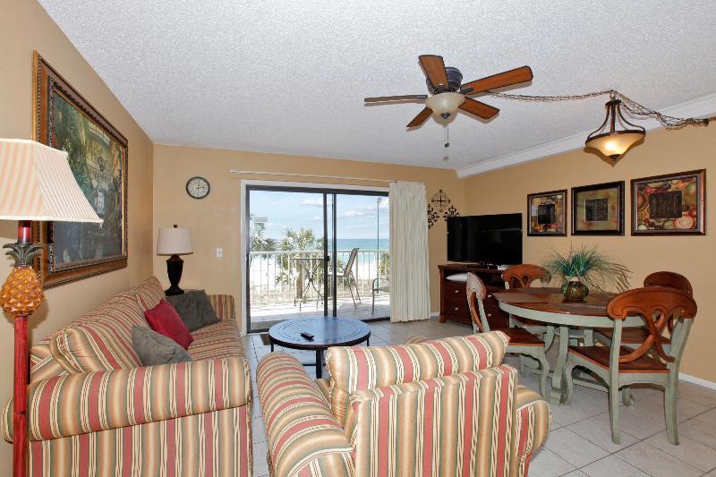 The Summit Condo 306 Living Area