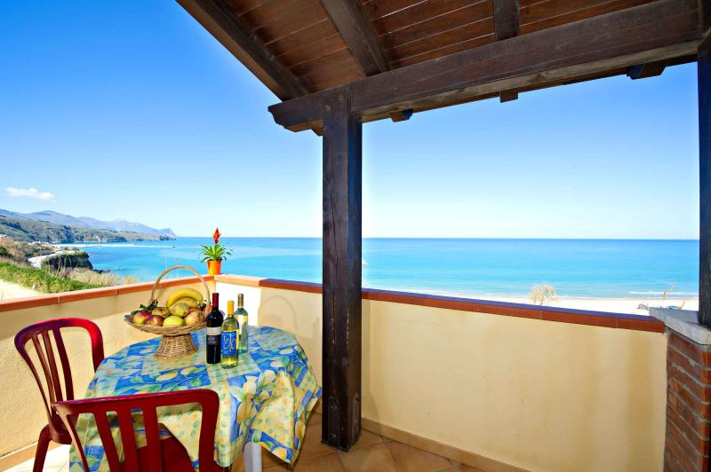 Holiday homes near the sea in a very scenic area on the castellammare gulf for families.