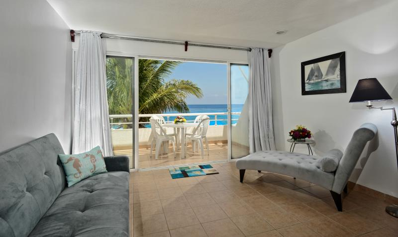 Miramar #201, Beautiful Oceanfront 1 bdrm condo, North Shore, Great Snorkeling!, vacation rental in Cozumel