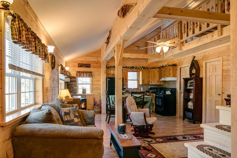 'The Good Life' romantic, cozy getaway.  Adk. Mtns., location de vacances à Lake Pleasant