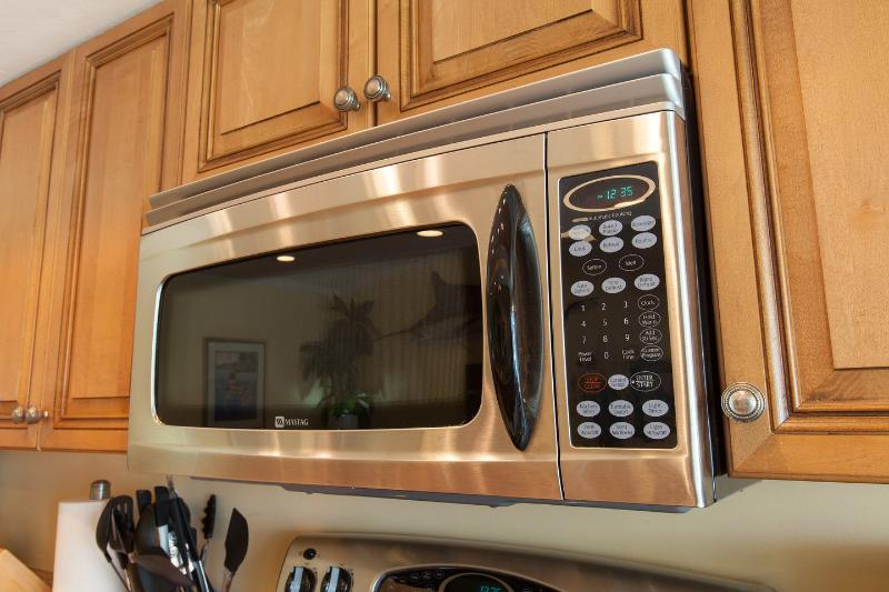 Kitchen Microwave oven.