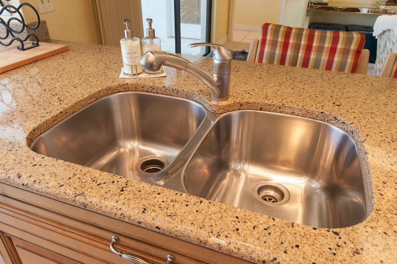 Kitchen double sink, garbage deposal