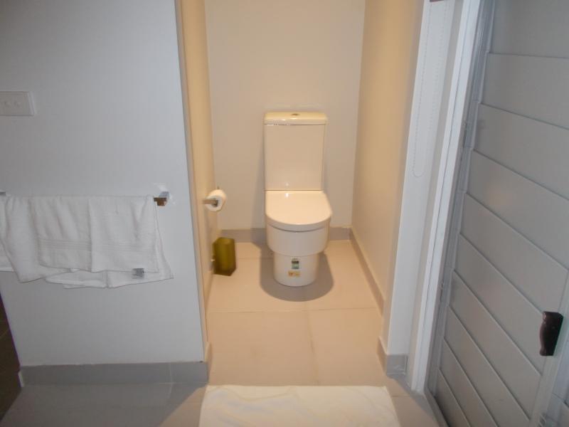 ensuite toilet at main bedroom 1