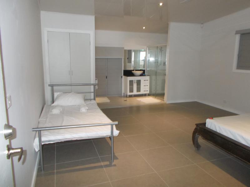 single bed  at main bedroom 1