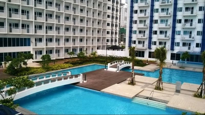 Pools from outdoor amenities floor (6th floor with Makati city view)