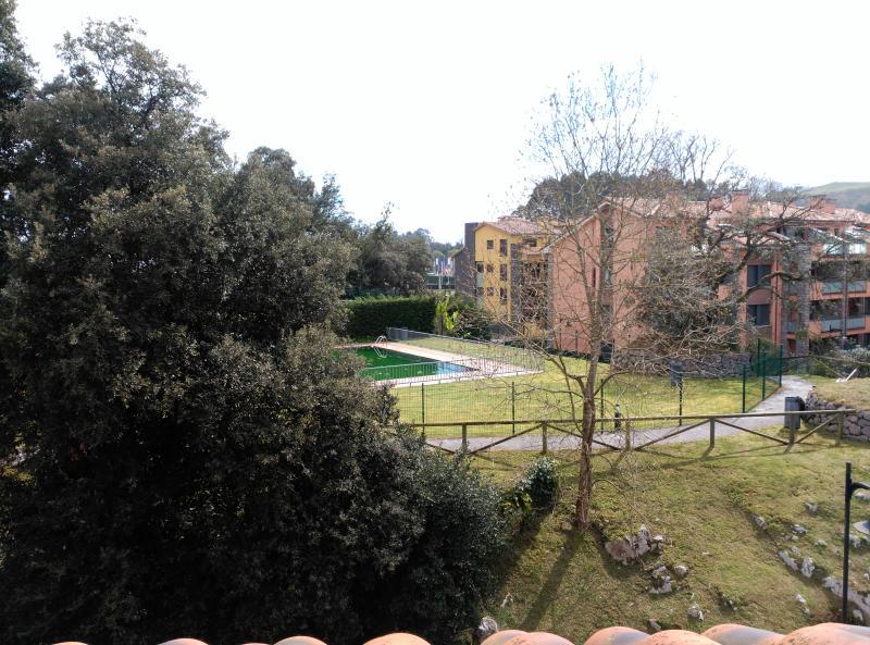 apartamento en urbanizacion de lujo en Llanes con piscina y cancha de padel.Centrico y facil acceso