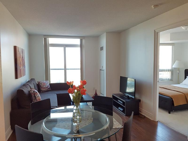 1+1 condo next to Finch Subway, w/ Parking, holiday rental in Toronto