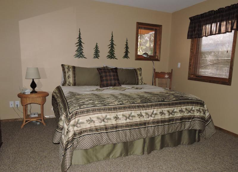 Pine Room - King bed