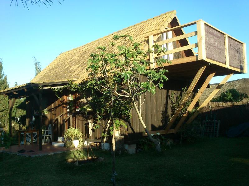 Cabaña de 70m mas 2terrazas  de 9m 2 dorm.altillo,salón-cocina y baño. ducha exterior. mallado-arbol
