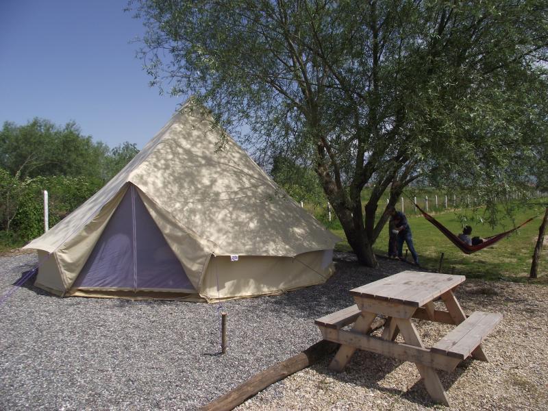 Lake Shkodra Resort Glamping Tent, location de vacances à Shkoder County