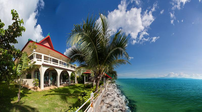 Charu Bay Luxury Beach Front Villa, holiday rental in Ko Pha Ngan