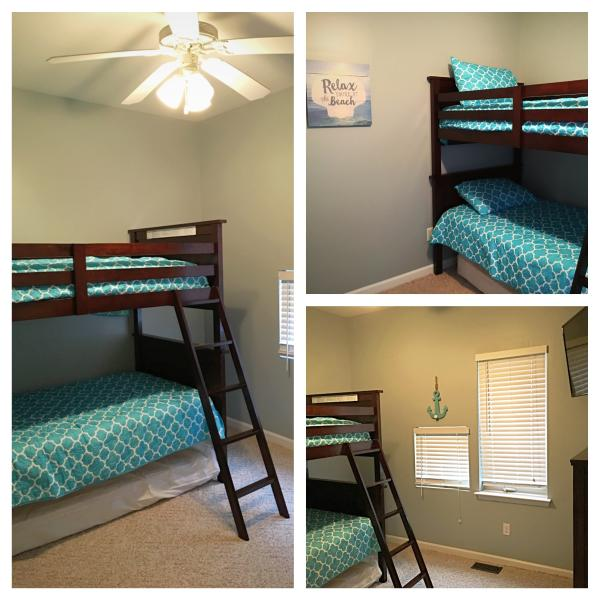 Kids Room- Bunkbeeds and extra twin mattress under bed