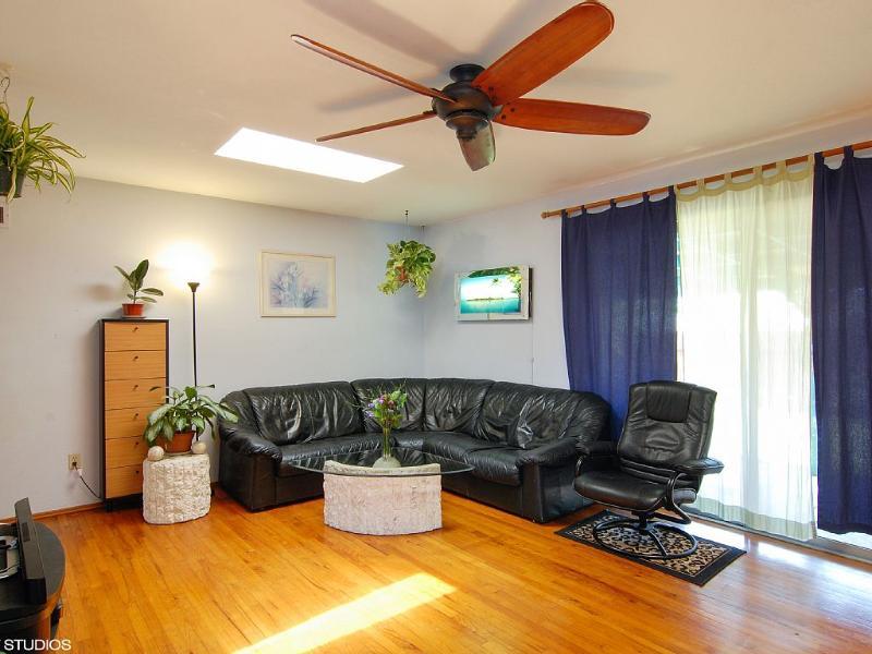 Living Room w/ plenty of natural light!