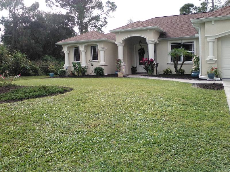 Mini Mansion/Home Away from Home, vacation rental in North Port
