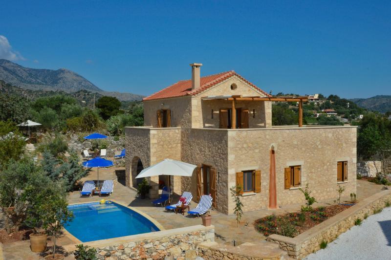 Amaltheia Stone Villa, Melidoni, Crete, Greece, vacation rental in Pemonia