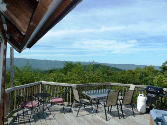 Mountain Escape- Panorama Views from the Deck, holiday rental in Bentonville