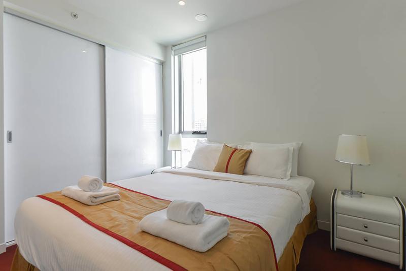 Bedroom 1 queen bed configuration.