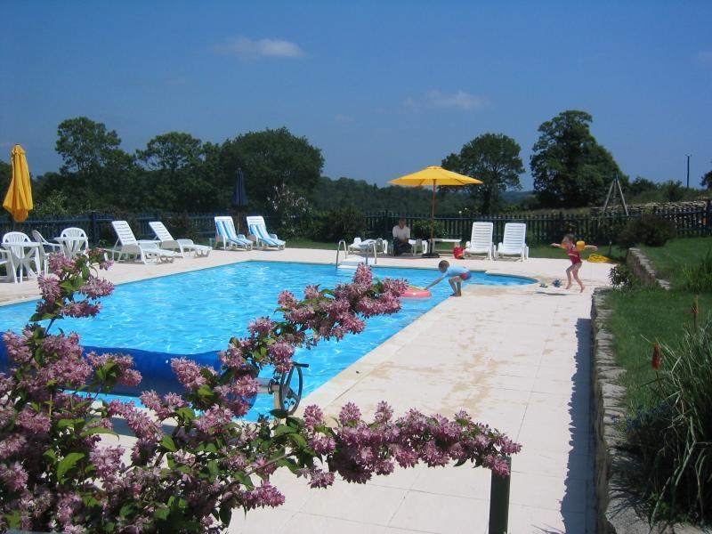 40ft piscine chauffée entièrement clos avec barrière de sécurité.