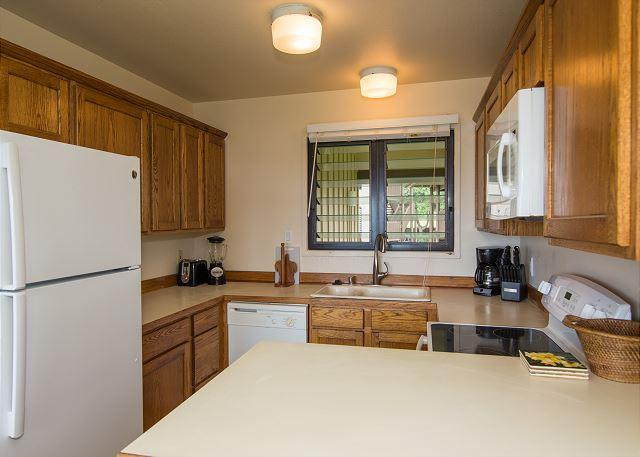Full Kitchen for all of your indoor dining needs.