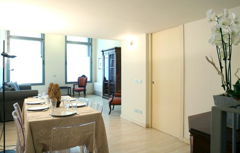 Charming Loft one step from Duomo, holiday rental in Milan